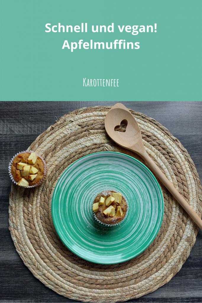 Pinterest-Pin: Schnell und vegan! Apfelmuffins! Zu sehen sind zwei Apfelmuffins mit einem Kochlöffel, der ein Herzsymbol trägt.