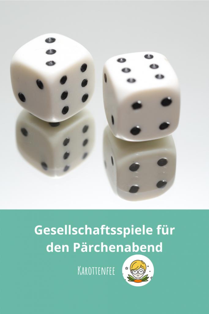 Pinterest-Pin: Gesellschaftsspiele für den Pärchenabend. Zu sehen sind zwei Würfel auf einem Spiegel